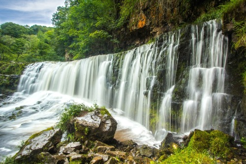 waterfall-1562405_1920
