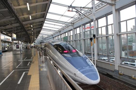 bullet-train-1336233_640
