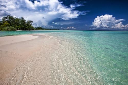 white-sand-beach-2252020_640
