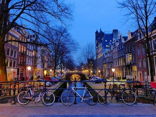 amsterdam-1243233_640