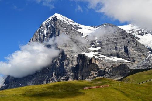 mountain-86793_640