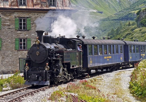 steam-railway-furka-bergstrecke-1395441_640