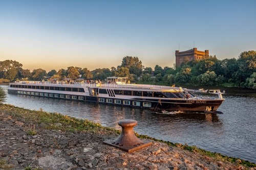 river-cruise-ship-3509726_640