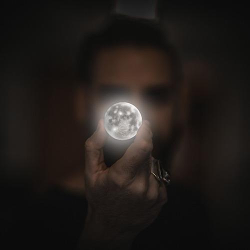 moon-2134881_640