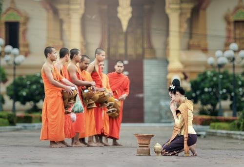 monks-1822569_640